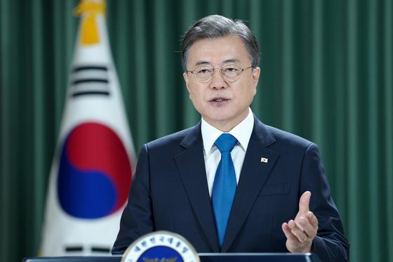 문재인 대통령이 22일 오후 청와대에서 제75차 유엔 총회 기조연설을 영상으로 전하고 있다. 사진 청와대