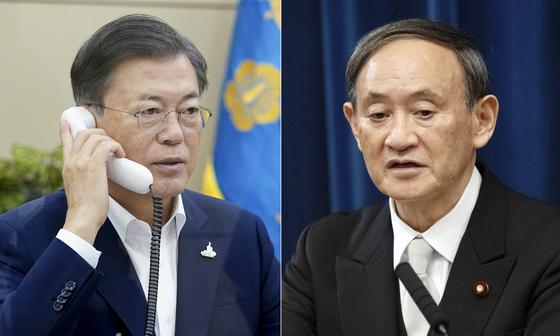 문재인 대통령이 24일 오전 청와대에서 스가 요시히데(菅義偉) 일본 총리와 전화 회담을 하고 있다. [연합뉴스]