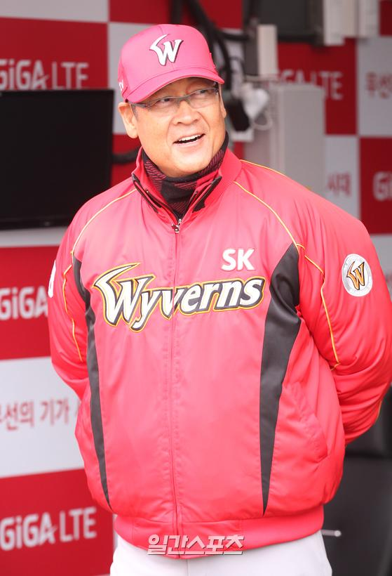 지난 2016년 SK 감독 시절 김용희 위원장의 모습. IS포토