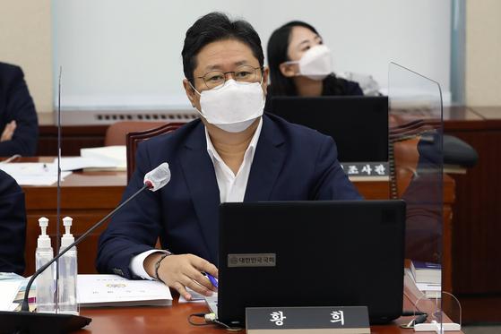 """황희 """"文 공무원 피살 보고 UN연설 이후 들어…수정 여유 없었다"""""""