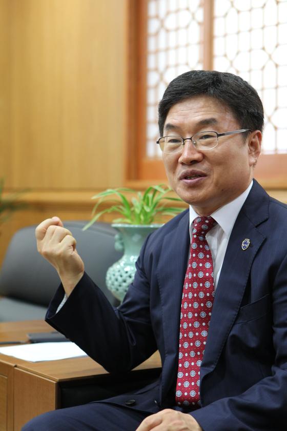 권순기 경상대 총장이 9월 공직자 수시 재산공개에서 1위를 차지했다. [사진 경상대]