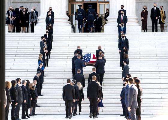 [사진] 미국 대법원 안치된 긴즈버그