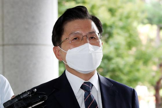 황교안 전 미래통합당(현 국민의힘) 대표가 21일 오후 서울남부지법에서 열린 국회 패스트트랙(신속처리안건) 충돌 사건 관련 공판에 출석하고 있다. 황 대표는 국회법 위반 혐의 등으로 기소됐다. [뉴스1]