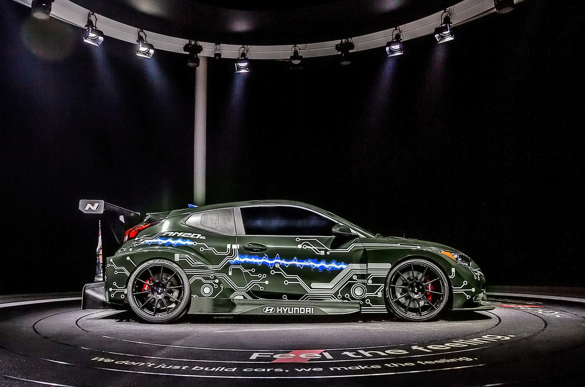 현대자동차가 베이징모터쇼에서 세계 최초 공개한 고성능 전기차 RM20e. 현대차가 지분투자한 크로아니티아 전기 슈퍼카 업체 리막의 기술이 적용됐다. 사진 현대자동차