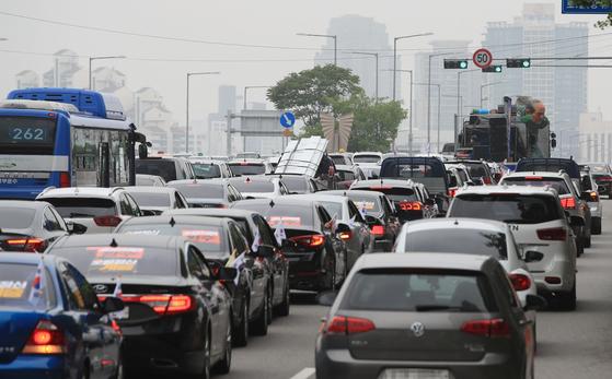 법원, 성남 주민범대위 차량 집회 불허…감염 노출 가능성