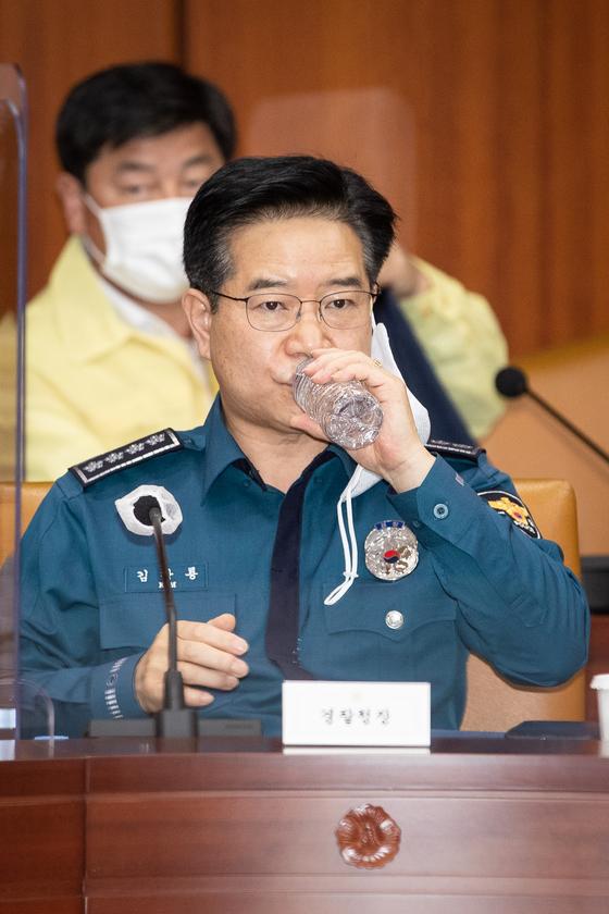文정부 前경찰개혁위원 차량시위 금지, 전두환 시절 발상
