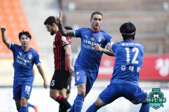 지난 26일 열린 서울전 해트트릭을 기록하며 팀의 3-1 승리를 이끈 타가트. 한국프로축구연맹
