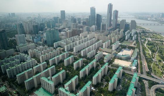 서울 영등포구 63스퀘어 전망대에서 바라본 서울 시내 아파트. 뉴스1
