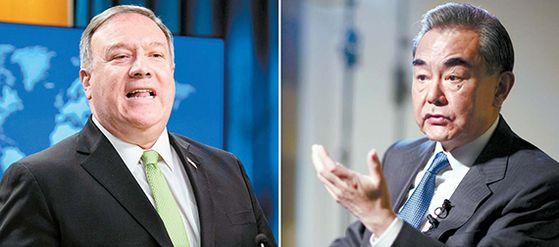 코로나19 사태 이후 미국과 중국의 대립이 격화하고 있다. 마이크 폼 페이오 미국 국무장관(왼쪽)과 왕이(王毅) 중국 외교부장. [AP·신화=연합뉴스]