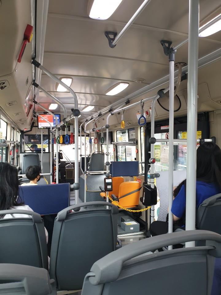 서울의 시내버스도 코로나 여파로 승객이 많이 줄었다. [강갑생 기자]