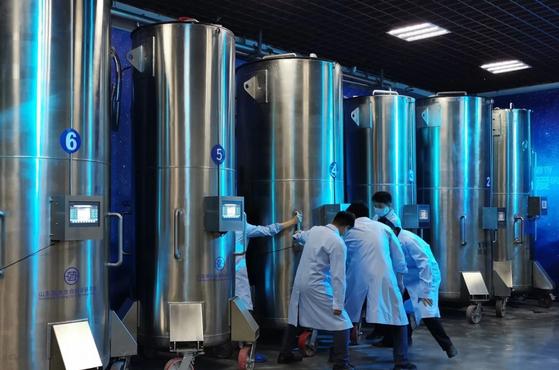 중국 산둥성 인펑 생명연구소에 냉동보존 시신이 보관돼있는 액체질소 용기. [인펑연구소]