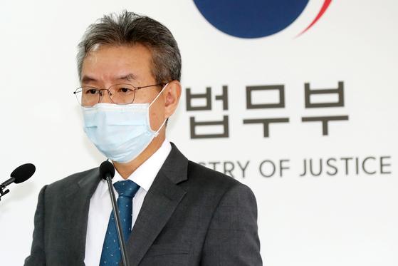 김남준 법무·검찰개혁위원회 위원장이 28일 오전 경기 과천 법무부 청사에서 '법무부·대검찰청 비공개 규정의 공개 및 투명성 제고' 관련 제25차 권고안 발표를 포함한 소회를 밝히고 있다. [뉴스1]