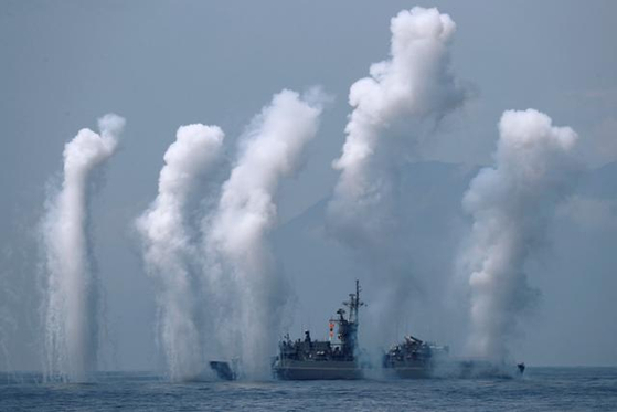 대만 해군이 최근 중국의 잇단 무력 위협에 대응하는 차원에서 대만 북동부 해역에서 실탄사격 훈련을 펼치고 있다. [로이터=연합뉴스]