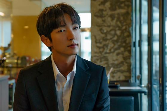 드라마 '악의 꽃'에서 도현수 역을 맡아 열연한 배우 이준기. [사진 나무엑터스]
