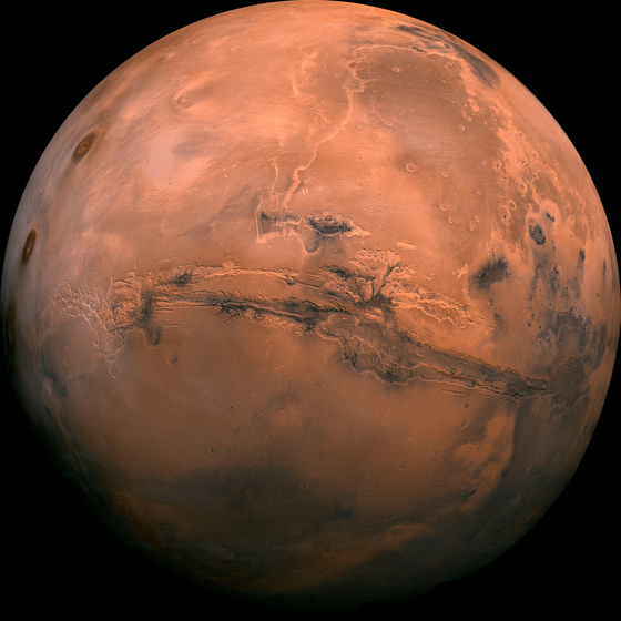 화성 표면의 모습. 과학자들은 오래 전부터 화성 표면 아래에 물이 있을 수 있다고 생각했다. [EPA=연합뉴스]