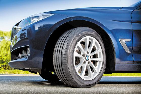 벤투스는 포르쉐, 메르세데스-벤츠, BMW, 아우디 등 전 세계 완성차 업체에 신차용 타이어로 공급되는 한국타이어의 제품 브랜드다. [사진 한국타이어]