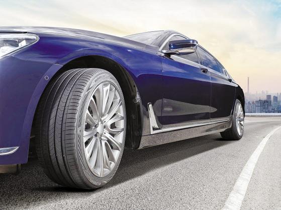 금호타이어 마제스티9은 최고급 4계절 타이어로 고급 세단 운전자를 비롯해 많은 소비자들에게 입소문난 제품이다. [사진 금호타이어]
