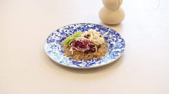 기름진 잡채대신 깔끔한 채소 잡채로 추석 한 끼를 대신해보면 어떨까. 아삭한 채소의 식감이 일품이다.