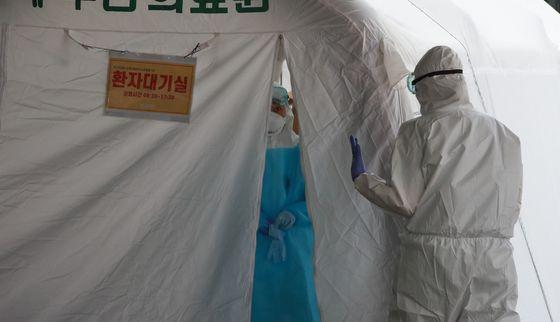 서울 도봉구 다나병원에서 28명의 신종 코로나바이러스 감염증 추가 확진자가 생겼다. 사진은 지난 7월 부산의료원 모습. 송봉근 기자