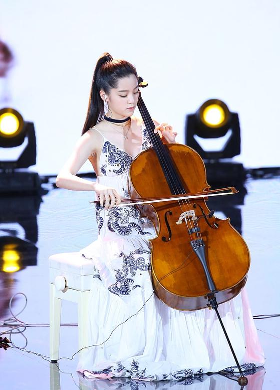 오우양나나 첼로 연주모습. [사진 위키피디아]