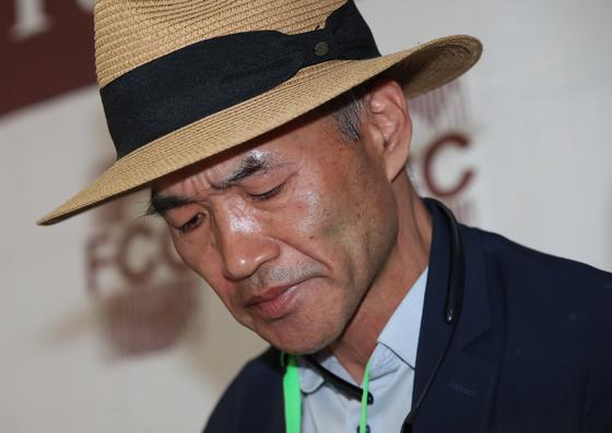 북한 피격 사망 공무원 A씨의 형 이래진씨가 29일 오후 서울 중구 한국프레스센터에서 외신기자들을 상대로 기자회견을 하고 있다. 김상선 기자
