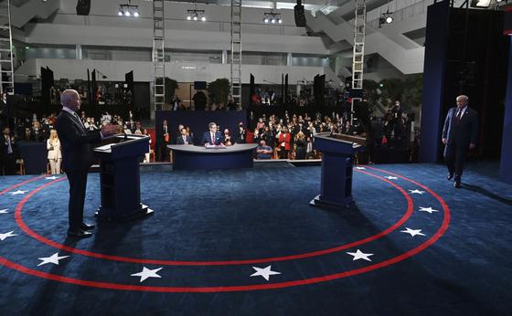 29일(현지시간) 미국 오하이오주 클리블랜드에서 진행된 2020 대선 첫 토론회는 90분 내내 날선 말들이 오가면서 긴장감이 넘쳤다. [AP=연합뉴스]