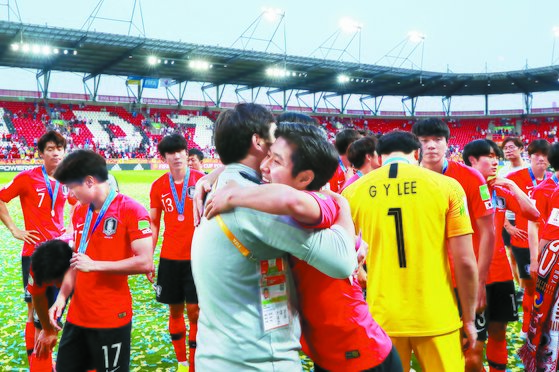 FIFA 20세 이하(U-20) 월드컵 결승전 한국과 우크라이나의 경기에서 준우승을 차지한 한국 대표. 연합