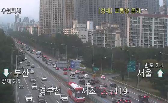 추석 당일인 1일 오후 5시30분 현재 경부고속도로 서울 서초IC 부근 폐쇄회로(CC)TV 모습. [사진 한국도로공사]