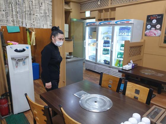 매출이 떨어져 서울 신대방동 식당 문을 닫은 손원주씨. 최선욱 기자