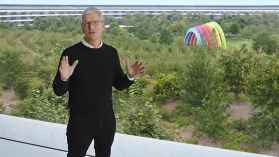 팀 쿡 애플 CEO가 지난달 15일 신제품 '애플워치 6세대'를 발표하고 있다. [사진 애플 유튜브 캡처]