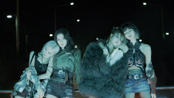 2일 첫 정규앨범 '디 앨범'을 발표한 블랙핑크. [사진 YG엔터테인먼트]