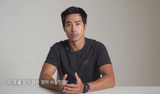 유튜브 콘텐트 '가짜사나이'로 '대세'가 된 이근(37) 해군특수전전단(UDT/SEAL) 출신 예비역 대위가 3일 자신을 둘러싼 '빚투' 의혹에 대해 해명하고 있다. 유튜브 캡처