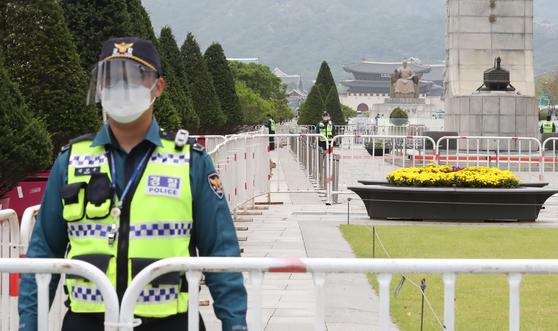 3일 서울 종로구 광화문 광장 일대가 펜스로 둘러 쌓여있다. 뉴스1