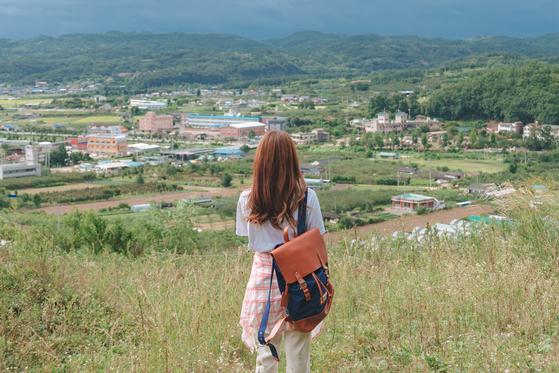 걷기 여행만큼 좋은 힐링 법도 없다. 의성읍 둘레길에서 만날 수 있는 너른 풍광. [사진 한국관광공사]