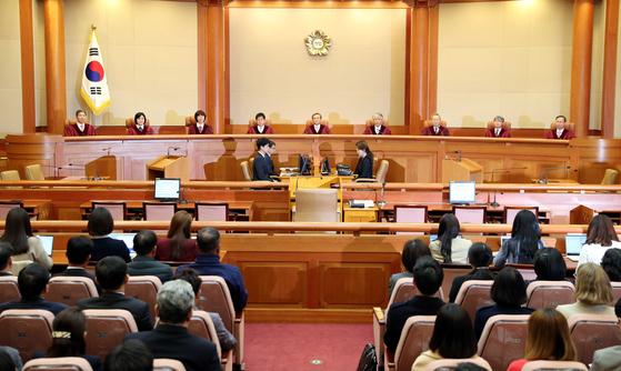지난해 4월 11일 유남석 헌재소장과 재판관들이 낙태죄 헌법 불합치를 결정했다.