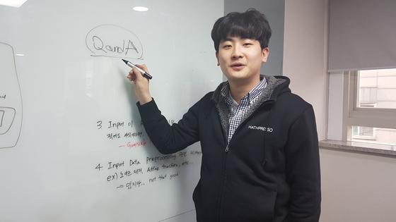 콴다를 만든 매스프레소 이종흔 공동대표가 지난해 3월 콴다의 작동의 원리에 대해 설명하고 있다. 박민제 기자