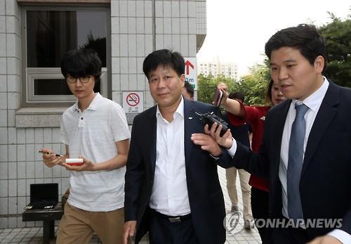 지난 2016년 9월 이철 밸류인베스트코리아(VIK) 전 대표가 영장실질심사을 받기 위해 서울남부지법으로 들어서고 있다. [연합뉴스]