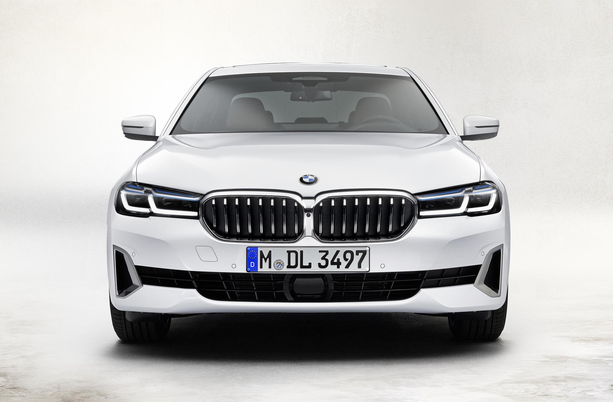 더 커진 키드니(콩팥) 그릴과 공격적인 공기 흡입구, L자형 주간 주행등이 눈에 띈다. 사진 BMW그룹코리아