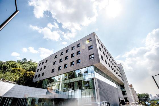 연세대학교 경영대학원은 1998년 국내 최초의 100% 영어 강의 GMBA 개설 등 국내 MBA 교육을 선도한다. [사진 연세대학교]