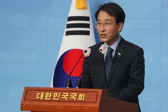 """이원욱 의원은 민주화 유공자 예우법에 대해 """"불공정을 제도화하는 특권층의 시도라고 비춰질 우려가 있다""""고 비판했다. [연합뉴스]"""