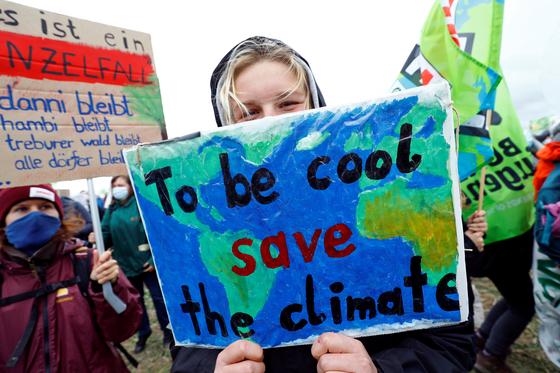 지구 평균기온이 5년 사이 0.2도 더 올랐다. 산업혁명 이전과 비교하면 1.1도 올랐다. 기후변화에 대응하기 위해 과학자들이 제안하는 '산업혁명 이전 대비 1.5도'가 0.4도밖에 남지 않은 셈이다. REUTERS=연합뉴스