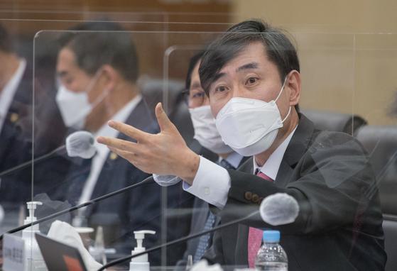 국민의 힘 하태경 의원이 8일 서울 용산구 합동참모본부에서 열린 국회 국방위원회 국정감사에서 질의하고 있다.