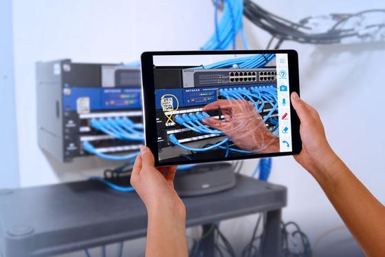 미국 통신사 콕스는 태블릿으로 장비설치를 돕는 원격지원 서비스를 하고 있다. [사진 각 사]