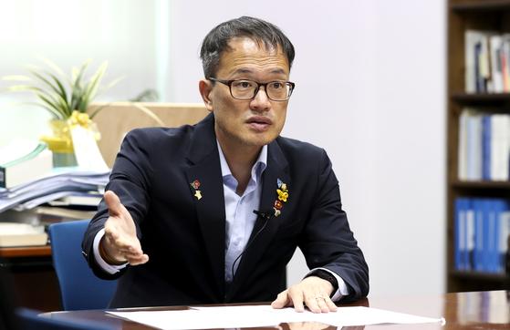 박주민 더불어민주당 의원이 8일 낙태죄 전부 폐지 의견을 밝혔다. 박 의원은 낙태죄 관련 형법 개정안을 심사하는 법제사법위원회 소속이다. 임현동 기자