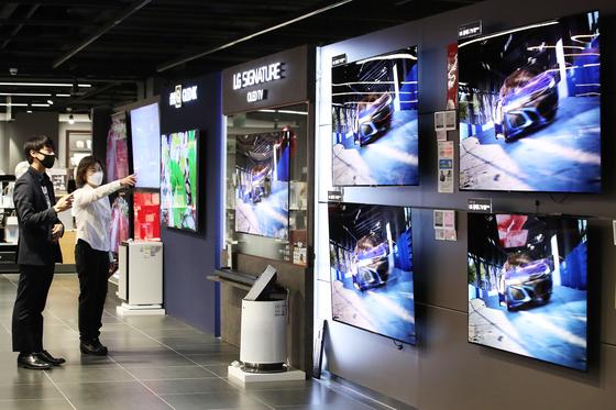 코로나19로 TV 판매가 증가세를 보이고 있다. 연합뉴스