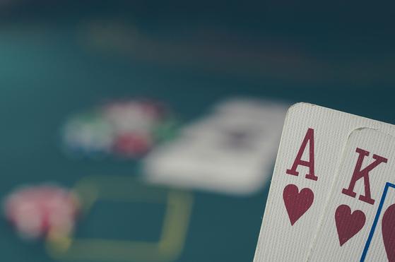 지난해 도박 중독 관련 질환으로 진료를 받은 환자 10명 가운데 7명은 '2030' 젊은 층이었다. [픽사베이]