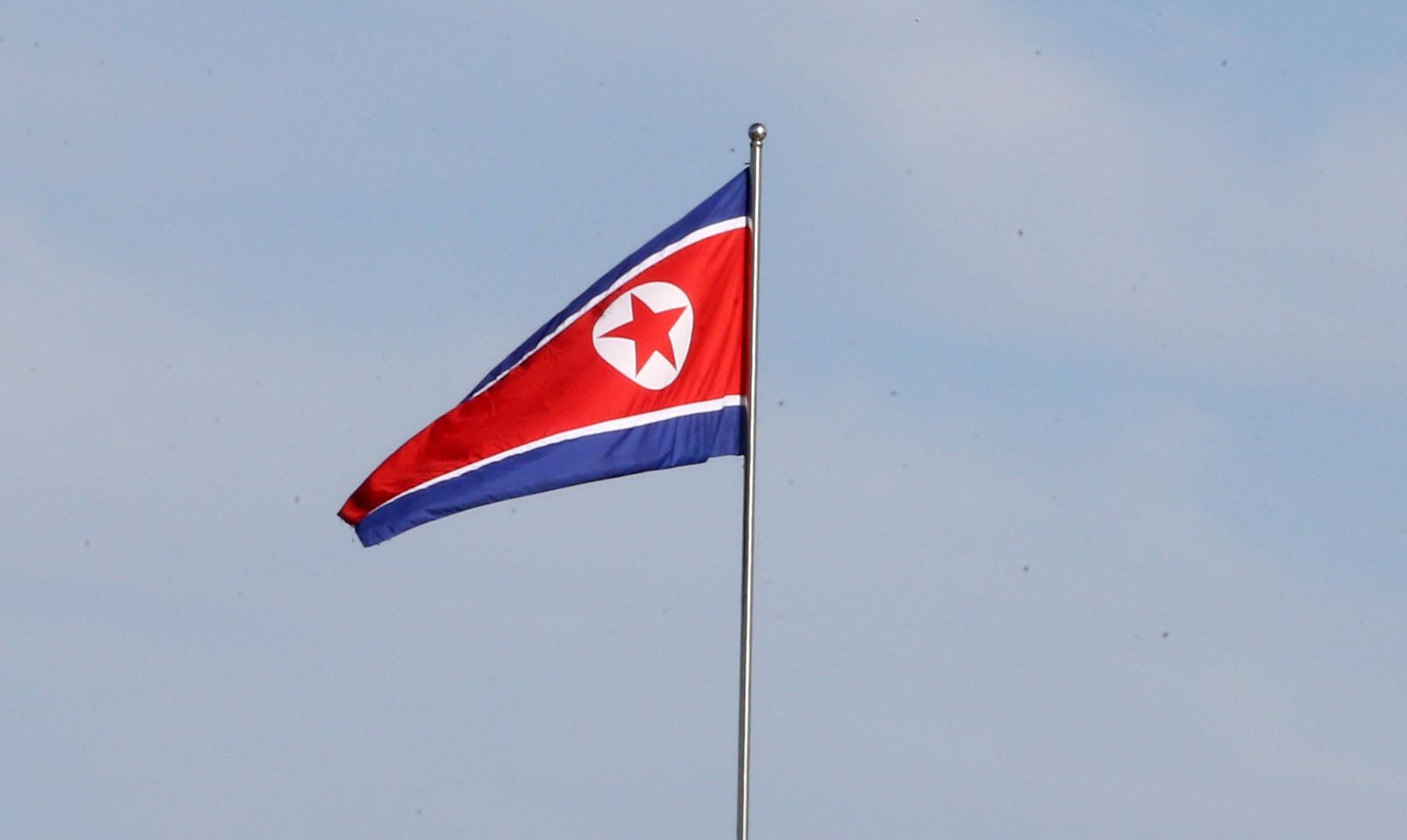 """북한이 유엔총회에서 자국을 테러지원국으로 지정한 미국을 겨냥해 '주권국가에 제멋대로 '테러지원국' 딱지를 붙였다""""고 비난했다. 사진은 북한 인공기. 평양사진공동취재단"""