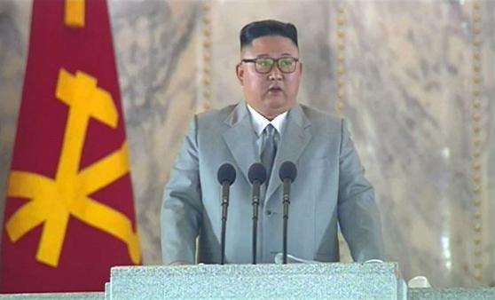북한 조선중앙TV가 10일 오후 노동당 창건 75주년 경축 열병식을 방송하고 있다. 조선중앙TV 캡처=뉴시스