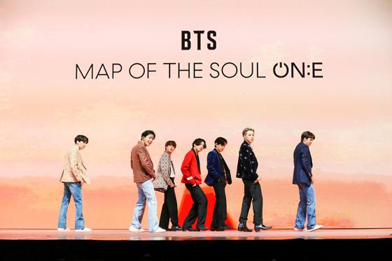 그룹 방탄소년단(BTS)이 지난 10일 유료 온라인 라이브 콘서트 '맵 오브 더 솔 원'(MAP OF THE SOUL ON:E) 첫 공연을 진행하고 있다. [연합뉴스]