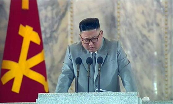 김정은 북한 국무위원장이 10일 오전 0시 열린 당창건 75주년 행사에서 연설하고 있다. 북한 조선중앙TV는 이날 오후 행사를 녹화방송했다. [뉴스 1]